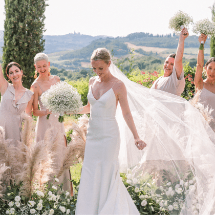 Italian Wedding: That Bride, Claire Johnson and bridesmaids